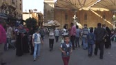 susam : Cairo, Egypt - 2019-05-03 - Busy Bizaare Street With Boy Carrying Huge Load of Bread on Head. Stok Video