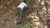 aanpassing : Kataragama, Sri Lanka - 2019-03-29 - Man Does Impromptu Fix of Broken Water Pipe.