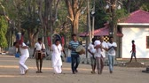 karnaval : Kataragama, Sri Lanka - 2019-03-29 - Small Celebration Parade To Thank Hindu Gods For Childs Health 1 - Approaching Temple. Stok Video