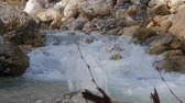бросать : stream on mountain river in spring time and stone thrown to that river
