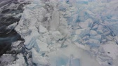 rachaduras : Aerial view of winter ice landscape on lake Baikal. Vídeos
