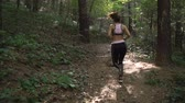 antreman : Athletic, beautiful girl jogging in the park early in the morning Stok Video