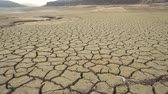 vuil : Cracks on the dried-up municipal dam in drought-stricken Pernik, Bulgaria.