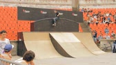 façanha : Skate Roller Performing In Extreme Sports Contest, Ramp, Speed, Teenager