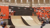 façanha : Skate Rollers Preparing For Extreme Sports Contest, Warm Up, Teenagers