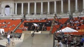 construir : BMX Bikers Warming Up For Extreme Sports Contest, Ramp, Speed, Medium Angle Pan Vídeos
