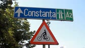 ограничение : Yield for Bicycle Sign And Highway Sign, Street Signs, Urban Setting Стоковые видеозаписи