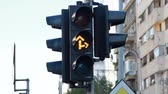 ограничение : Yellow Traffic Light Turning Red For Ahead And To The Right Стоковые видеозаписи