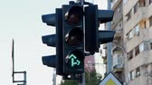 ограничение : Green Traffic Light, Ahead And To The Right, Street Sign, Traffic Стоковые видеозаписи