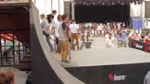 construir : Skaters Warming Up For Extreme Sports Contest, Ramp, Speed, Medium Angle