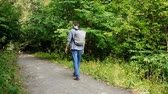 cascalho : Guy is walking in woods
