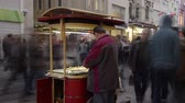 jednotnost : 12 November 2014 Istanbul Turkey The city has got  always crowded young population and very dynamic life style. This footage has taken on a most crowded and touristic area of Istanbul Beyoglu Istiklal Street. Dostupné videozáznamy