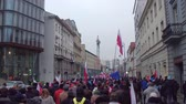 manifestação : WARSAW, POLAND - DECEMBER, 17, 2016. People with Polish and EU flags marching in the street.  steadicam shot Vídeos