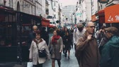 тент : PARIS, FRANCE - OCTOBER 7, 2017. Busy Parisian street full of cafes on an autumn day