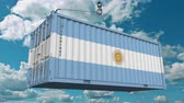 arjantin : Loading cargo container with flag of Argentina. Argentinean import or export related conceptual 3D animation Stok Video