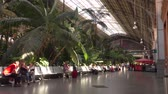 wnętrze : MADRID, SPAIN - SEPTEMBER 30, 2018. Madrid Atocha railway station interior