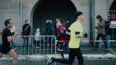 марафон : ZURICH, SWITZERLAND - DECEMBER 16, 2018. Slow motion shot of amateur city marathon runners Стоковые видеозаписи
