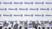 avviso : Conferenza stampa di ALLIANZ, press wall con logo e microfoni, animazione editoriale concettuale