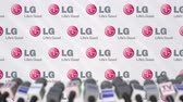 anúncio : Media event of LG, press wall with logo and microphones, editorial animation Stock Footage