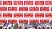 anúncio : WELLS FARGO company press conference, press wall with logo and mics, conceptual editorial animation