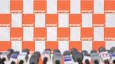 avviso : Evento mediatico di ORANGE, press wall con logo e microfoni, animazione editoriale Filmati Stock