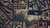çatılar : Aerial top-down shot of crowded square and the Cathedral or Duomo in the centre of Milan. Lombardy, Italy