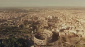 foules : Aerial view of famous Colosseum or Coliseum amphitheatre within cityscape of Rome, Italy Vidéos Libres De Droits