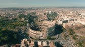 foules : Aerial view of Colosseum or Coliseum amphitheatre in Rome, Italy