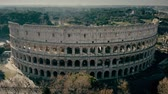 foules : Aerial shot of Colosseum amphitheatre in Rome, Italy