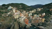 úzký : Aerial shot of beautiful houses in famous Riomaggiore village. Cinque Terre national park, Italy