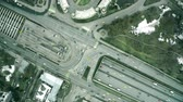 apressar : Aerial top down view hyperlapse of busy city highway traffic Vídeos