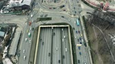 galeria : Aerial down view of a busy wide city road