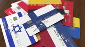 pagamento : Many credit cards with different flags, emphasized bank card with flag of Finland