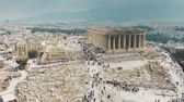 atina : Aerial view of crowded tourist place near the Parthenon temple on Acropolis in Athens, Greece Stok Video
