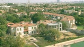 사치 : Low altitude aerial view of Jumeirah Islands community waterfront villas. Dubai, UAE