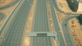 dálnice : Aerial shot of a wide modern highway in Dubai, United Arab Emirates