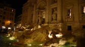 барокко : View of the famous Trevi fountain in Rome at night. Стоковые видеозаписи