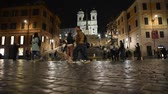 observação : Rome Trinit? dei Monti church, spanish steps and realism video in the early morning