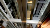 elevador : Descend down on a transparent elevator