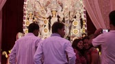 artesanato : DELHI, NEW DELHI, INDIA - 10 OCTOBER 2015: People are taking selfie and photos on the occassion of Durga Puja festival,  It is the biggest festival of Hinduism and specially celebrating in kolkata