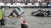 cartn corrugado : Stuntman performing death-defying stunt at extreme auto show