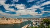вдохновляющий : Entrance to Marseille Vieux-Port with defensive wall along bank, time-lapse
