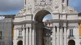 monumentální : Arch of August Street in Lisbon downtown viewed from Commerce Square, panorama Dostupné videozáznamy