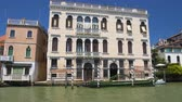 benátský : Sightseeing in Venice, boat ride along Grand Canal, view of ancient buildings