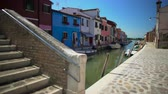 припаркован : View on brick bridge and beautiful multicolored houses in Burano, architecture