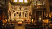 алтарь : Stunning view of chapel of Saint Januarius in Naples cathedral, religion Стоковые видеозаписи