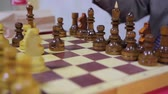 tática : A child moving chess figure on wooden desk, interesting game, close-up