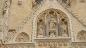 hırvat : Beautiful sculptures decorating facade of Zagreb cathedral, travel to Croatia