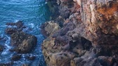 mesire : Water rippling at bottom of rocky cliffs, wild nature, traveling to seacoast Stok Video