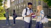 colega : Classmates communicating on campus of university after classes, friendship Stock Footage